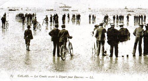 La foule pour assistée au départ d'une course Calais-Douvres