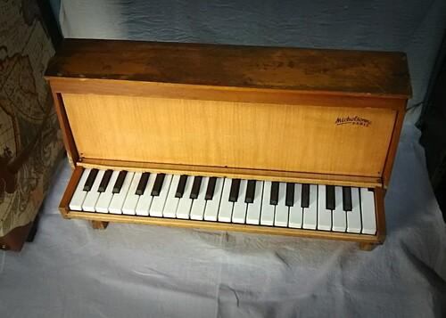 « Who Rings » pour toy-piano a été sélectionné par un concours international de composition
