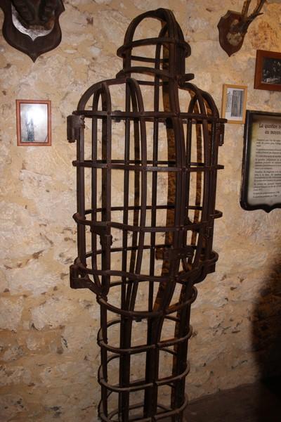 Dans la salle des tortures de Maison Forte de Reignac