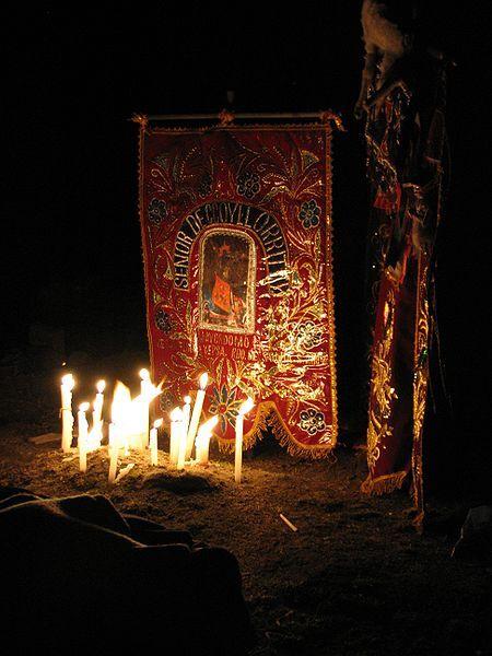 Fichier: Qoyllur R'Iti Shrine par night.jpg