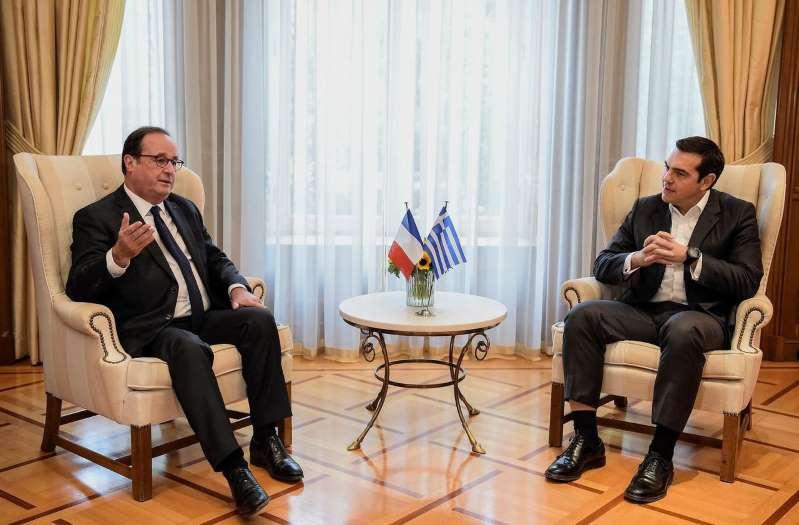 En Grèce, Hollande fait la leçon à Macron