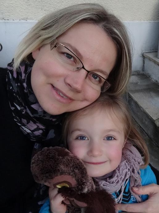 Une maman et sa fille réunies autour de mes livres