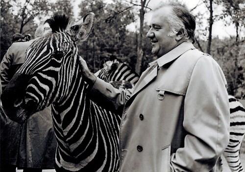Jean Richard et les zèbres de son zoo