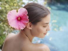 """Résultat de recherche d'images pour """"hibiscus dans les cheveux"""""""