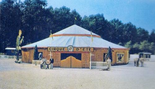 le cirque construction au zoo d'Ermenonville