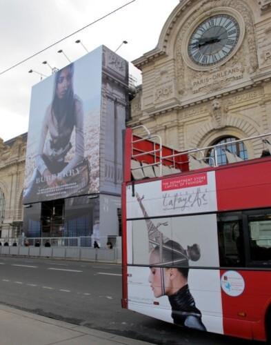 bâche affiche géante Burberry Orsay 3