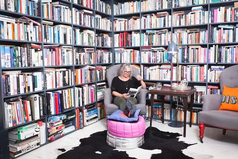 grande bibliothèque maison coin de lecture