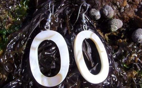 Bijoux bord de mer en nacre et perles de verre...