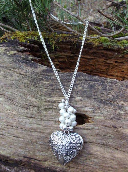 Sautoir coeur argenté avec ses perles de cultures fantaisie