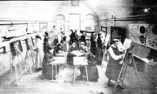 Les studieux cours de dessin avant guerre