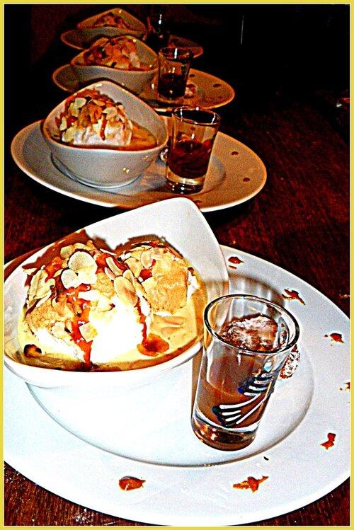 ILES FLOTTANTES à la crème de caramel au beurre salé et amandes grillées