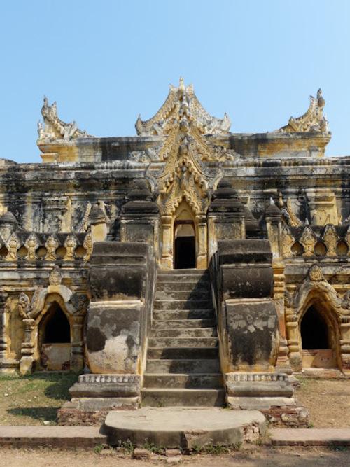 le monastère en brique et stuck Maha Aungmye Bonzan