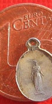 minuscule médaille echelle