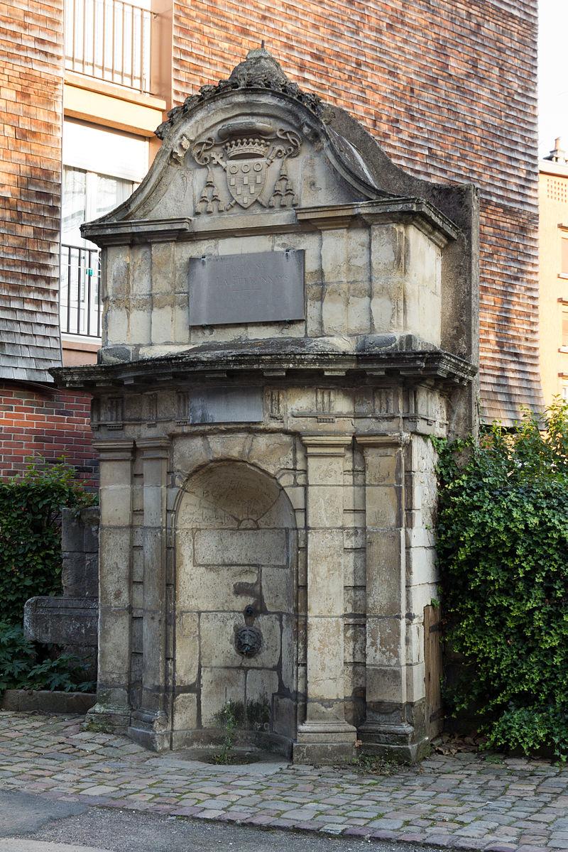 Fontaine de La Ferronnays (Lisieux, Calvados, France).jpg