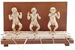 0A240 Les nains qui dansent : Un jouet animé du temps des pharaons