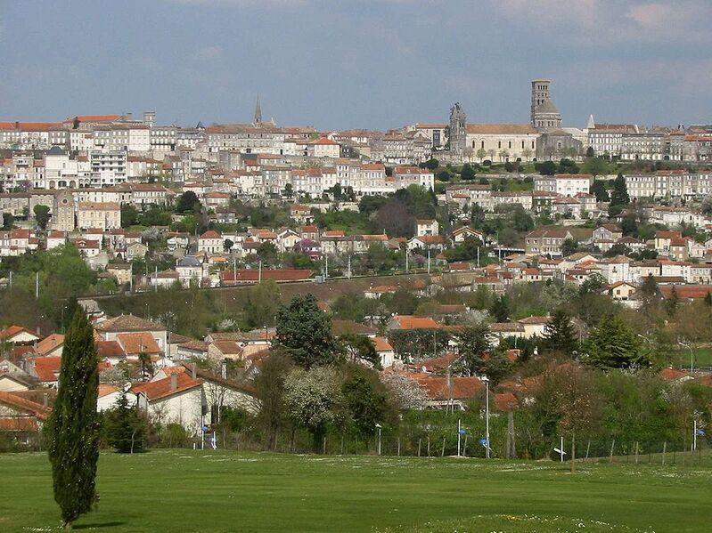 Angoulême vue du golf de l'Hirondelle.