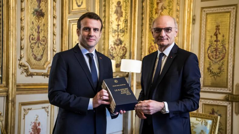 Didier Migaud, ici aux côtés d'Emmanuel Macron en février dernier, pourrait quitter la Cour des comptes pour rejoindre le regroupement de la Commission de déontologie et la Haute Autorité pour la transparence de la vie publique.
