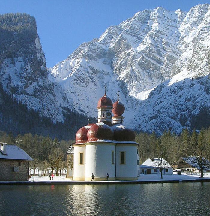 Saint Bartholoma, le lac Königssee, Allemagne.  (17e de la série des 50 belles églises dans le monde)