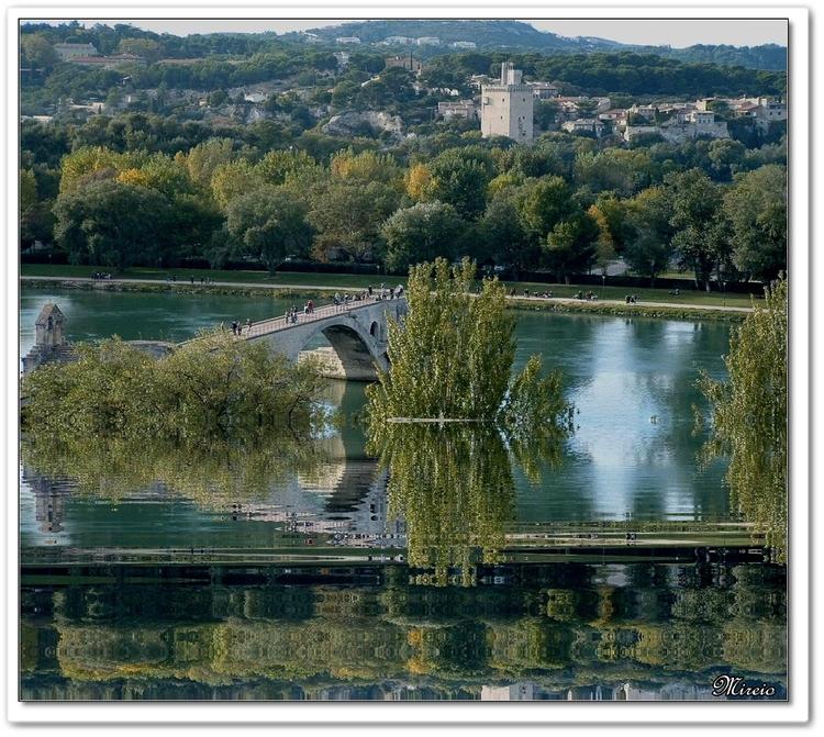 Au delà du Rhône,Villeneuve les Avignons dans le Gard