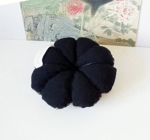 Fleur Pique épingles ou décoration de table tissu doré / noir et coton noir