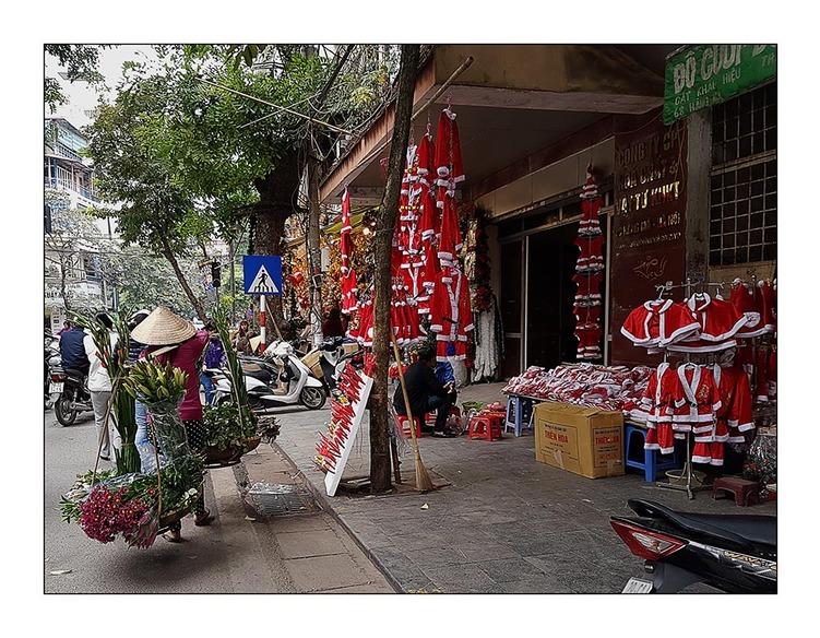 Noel arrive, meme a Hanoi
