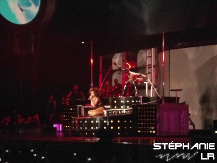 ღ Rihanna @ Sportpaleis 11/11/11