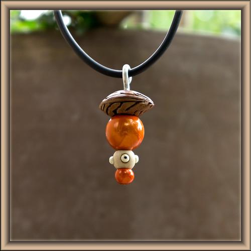 pendentif orange en perles