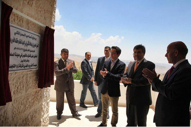 Hussein inaugure
