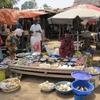 Mali Ambiance de  petites marchandes au marché d'un village