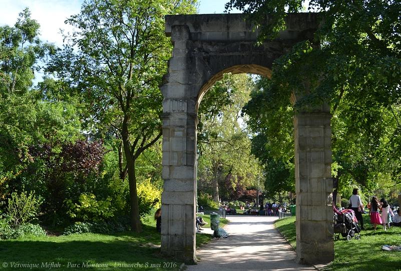 Parc Monceau : Ruine de la porte Saint-Jean