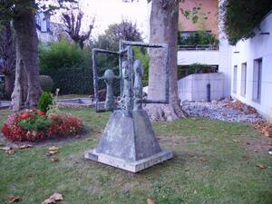 Statue de Pierre Lagénie La cueillette