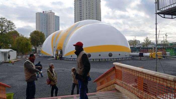 CHANTOUVIVELAVIE : Trois questions sur le nouveau centre d'accueil pour migrants à Paris