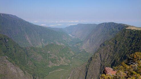 L'image contient peut-être: montagne, ciel, plein air et nature