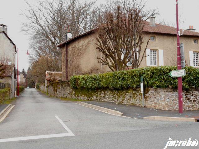 Nouvelle Aquitaine : Une balade dans la petite ville de Bonnac la côte
