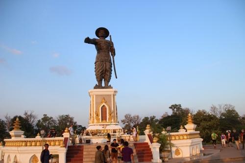 La statue du roi Anouvong à Vientiane