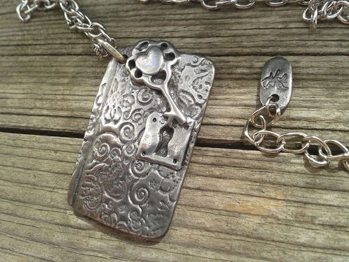 "collier "" carnet secret "" en acier -3- finitions et montage"