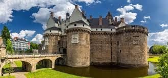 Il était une fois : les châteaux-forts ...