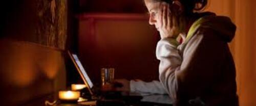 Dépendance affective aux réseaux sociaux.