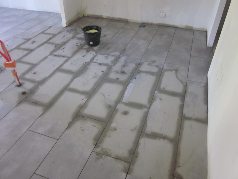 Pose carrelage altern salon s jour couloir joints for Pose en quinconce carrelage
