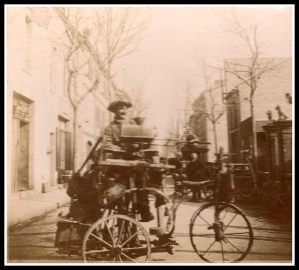 - Le Rémouleur devant l'Hôtel DURAND