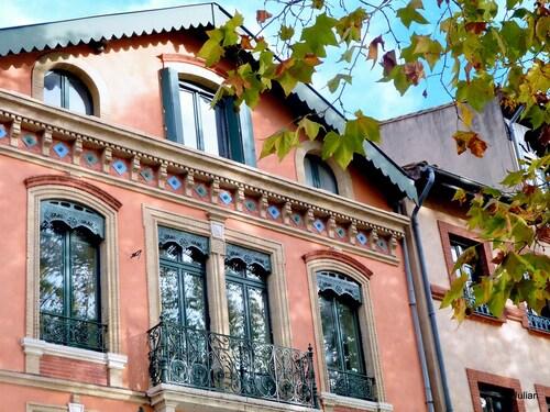 Toulouse : façade et reflets