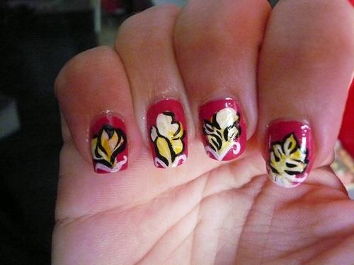 Reprise avec un nail art floral