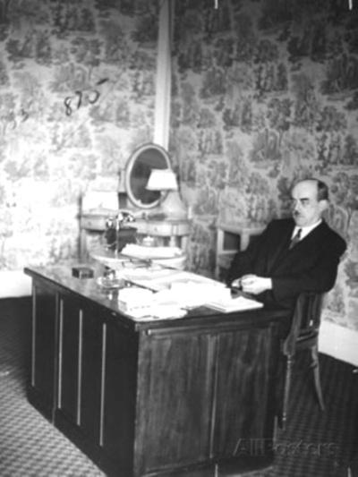 Raphaël Alibert (1887-1963), Garde des sceaux (à l'hôtel Carlton de Vichy, le  1er janvier 1940)
