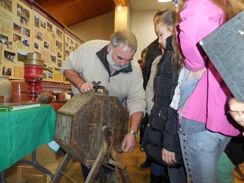 Visite de l'exposition organisée par Les Amis du Vieux Saint Jean et l'AEP : La Première guerre Mondiale, L'agriculture dans les Coteaux du Lyonnais au XXème siècle