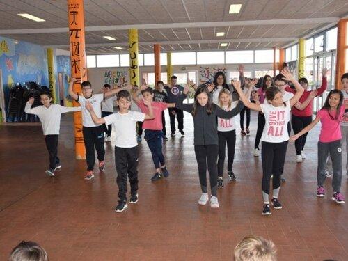 Les écoliers et collégiens ont dansé et chanté pour ELA