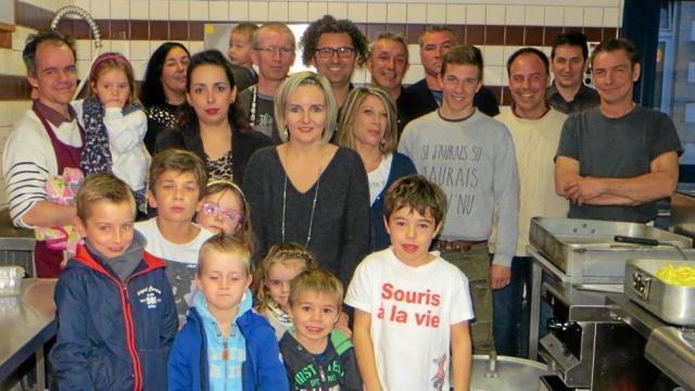 L'Apel de l'école Saint-Jean a organisé ses traditionnelles moules-frites, samedi soir, à la salle polyvalente. Quelque 400 convives ont dégusté ce repas.  Les bénéfices de cette soirée serviront au financement des sorties et séjours pédagogiques des élèves.