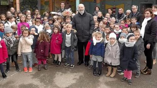 Visite de Monseigneur Centène à l' école Sainte Marie