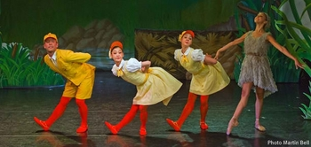 2-Northern-Ballet's-Ugly-Duckling-Photo-Martin-Bell