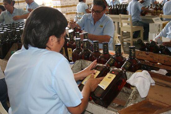 visite d'une grande distillerie;