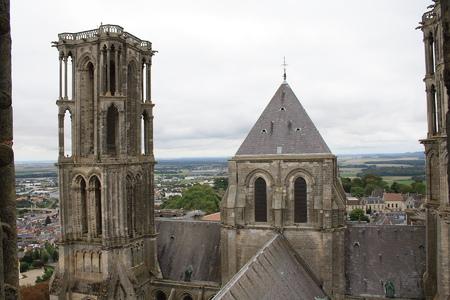 La cité médiévale de Laon. Aux portes du moyen âge